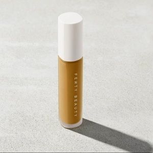 NWT FENTY INSTANT RETOUCH CONCEALER